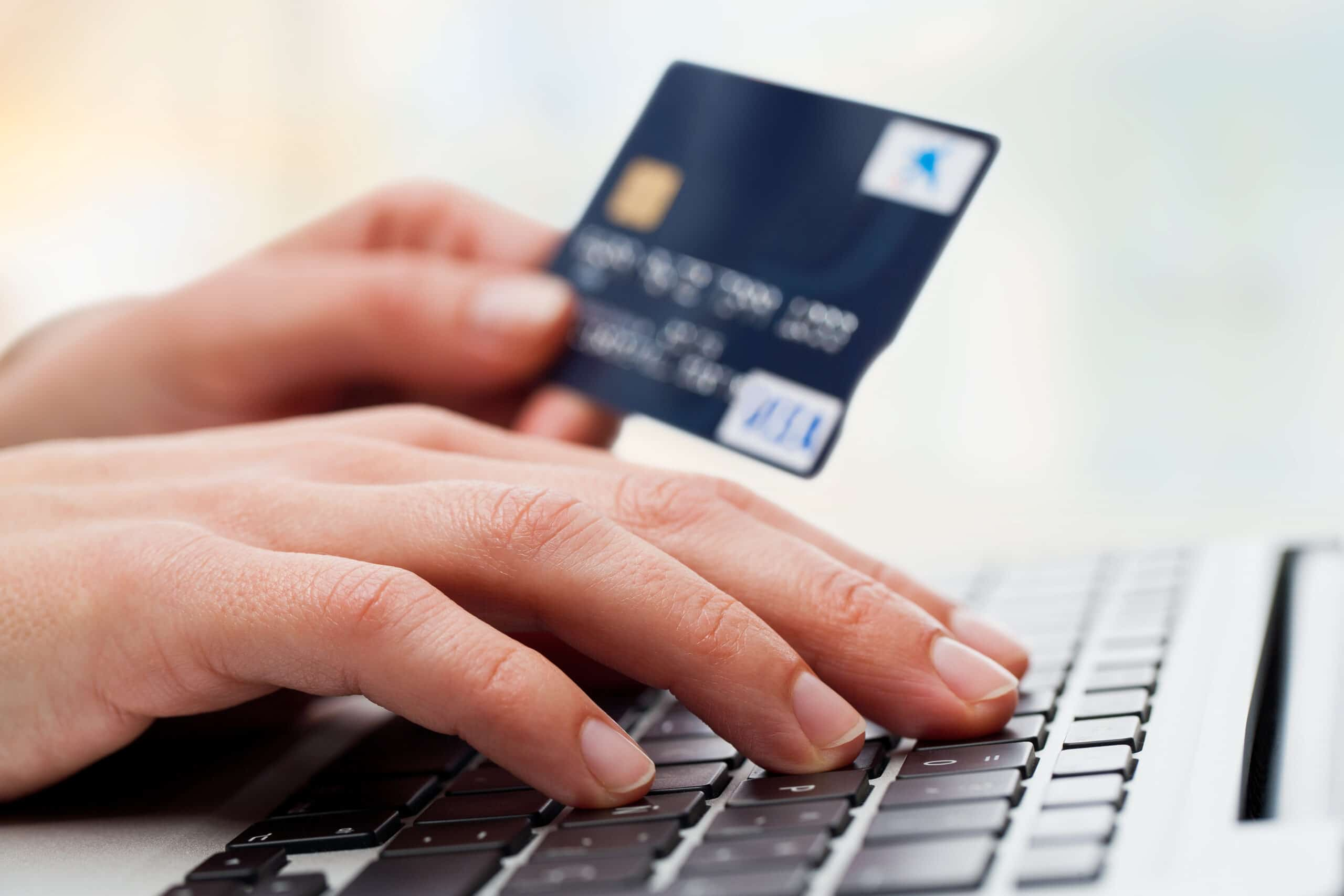 КоммерсантЪ: «Подозрения в особо крупных размерах. ЦБ избавляет ведущие банки от сомнительных клиентов»