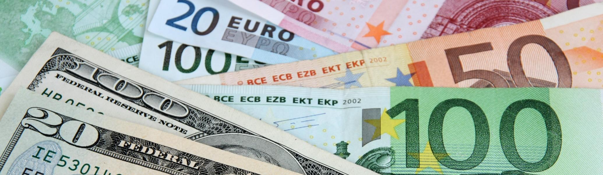 ЦБ ужесточил контроль над валютными операциями физических лиц